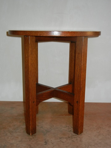 GUSTAV STICKLEY TABOURET. »