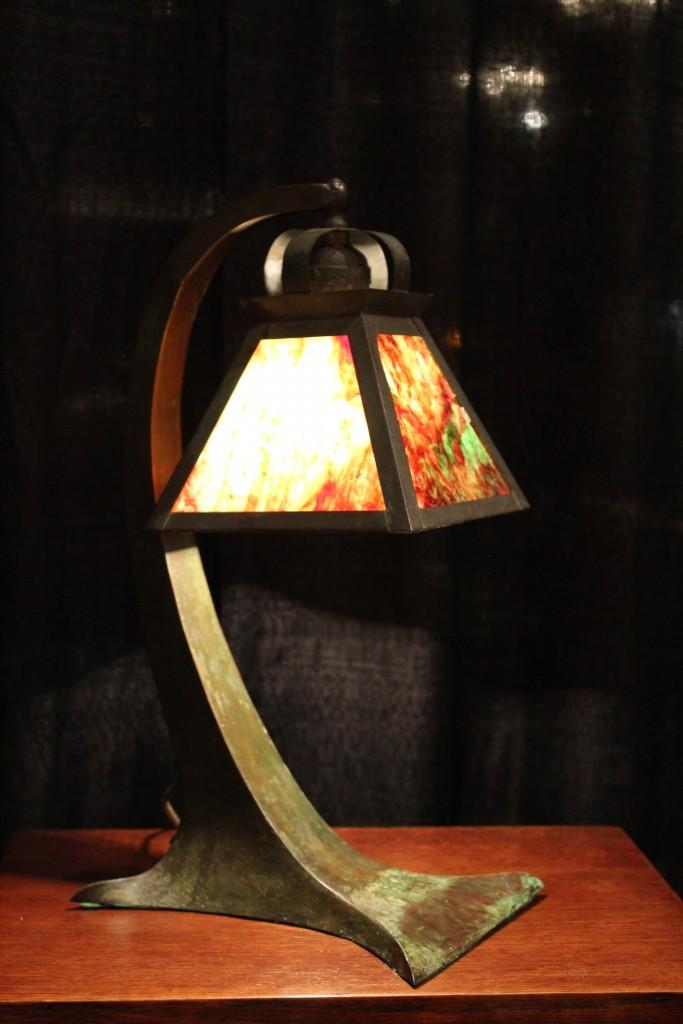 curvedbasebrzlamp